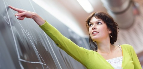 Que práticas dos professores podem contribuir ou prevenir a indisciplina em sala de aula?